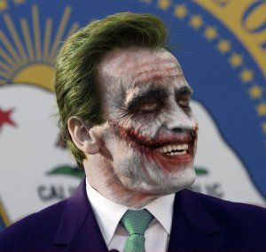 Arnold-Schwarzenegger-as-the-Joker--60370