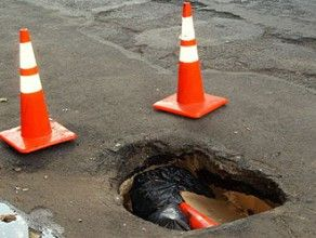 pothole - wikimedia