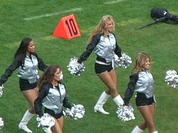 Oakland_Raiderettes_at_Falcons_at_Raiders_11-2-08_04