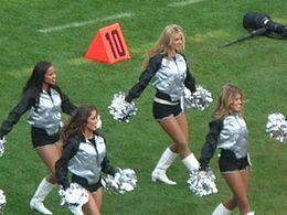 Oakland_Raiderettes_at_Falcons_at_Raiders_11-2-08_04