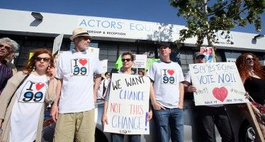 Minimum wage debate playing out in Los Angeles theaters