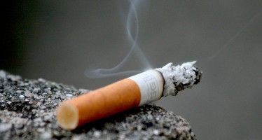 Legislature raises CA smoking age to 21; pending Brown's signature